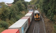 Derby_Road_-_Greater_Anglia_153335_passing_Freightliner_66538_and_container_train-800x600